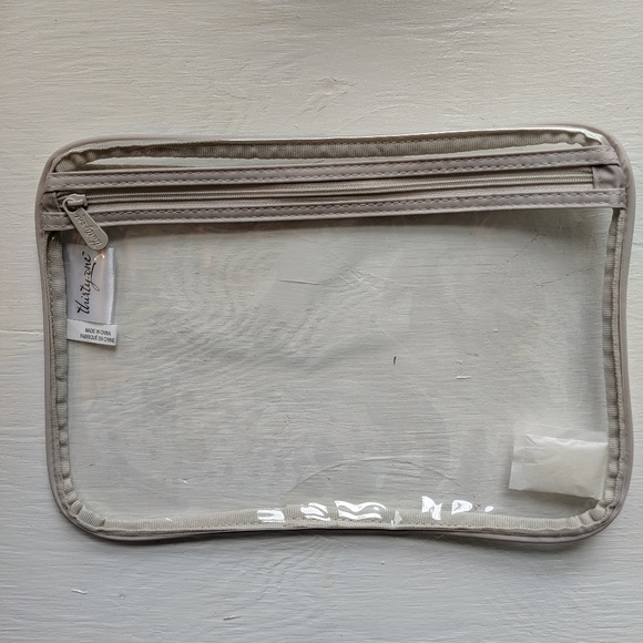 thirty-one Handbags - Thirty - One Pocket A Tote NEW